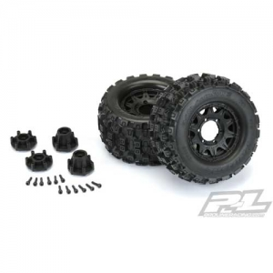 Reifen Proline Badlands MX28 2.8 auf Felgen Raid Black 1:10